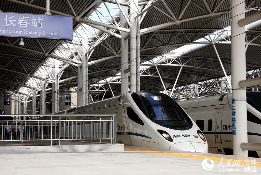 长白乌铁路8日正式试运行 全长412公里