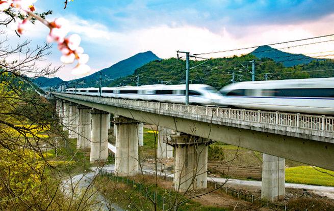 全国铁路4月10日实行新运行图