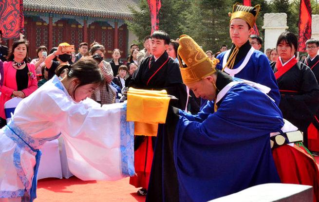 长春文庙举办集体成人典礼