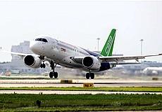 C919大型客机102架机转场试飞